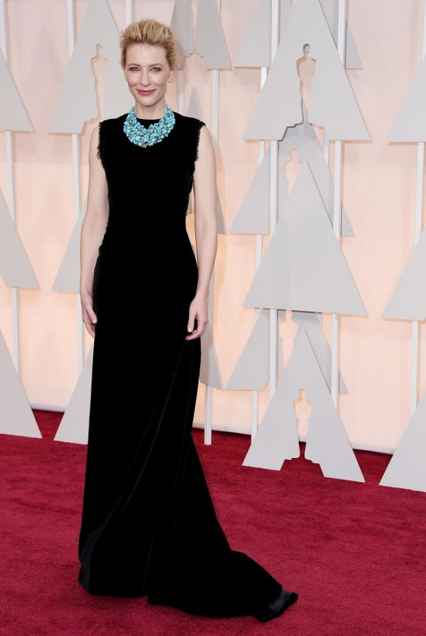 Cate Blanchett in Margiela. The unfinished-looking hem is this big SS2015 thing. The necklace is not. It was, thoug. Good. Bad. Good. Bad. Good.