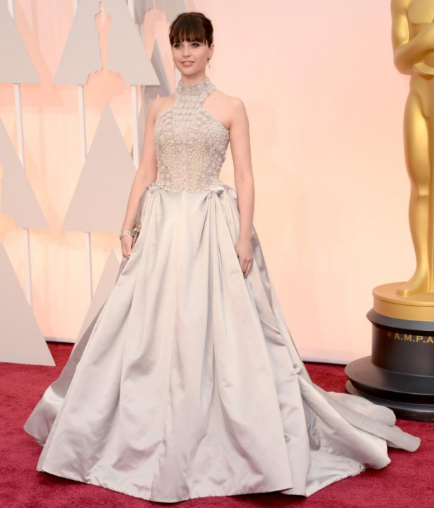 Felicity JOnes in ALexander McQueen. Are those pearls? Beatiful smile