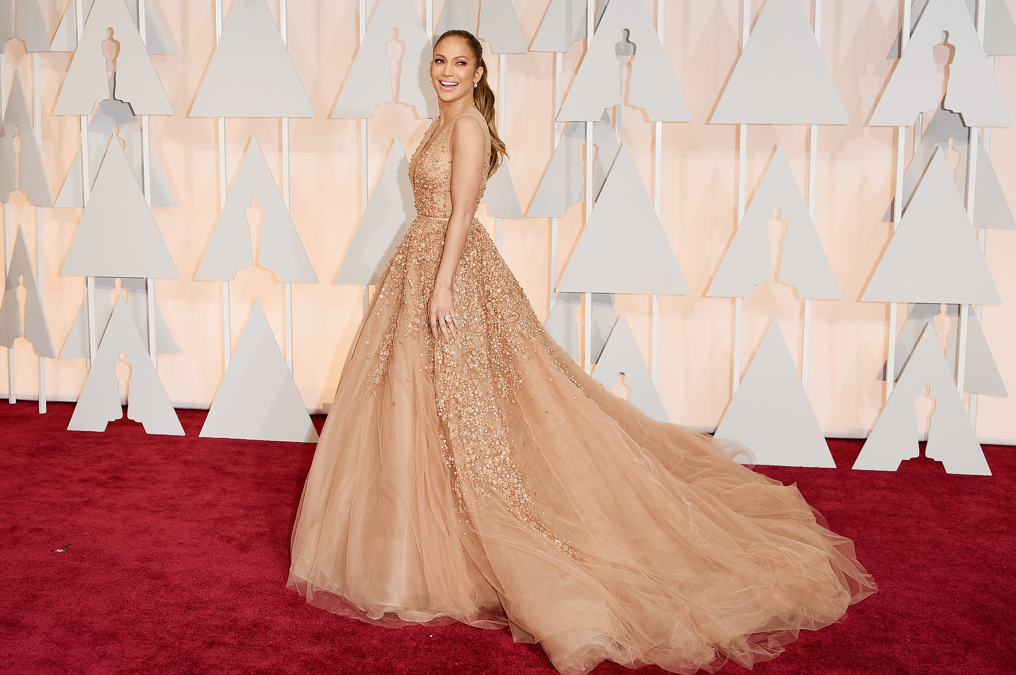 Jennifer Lopez in ELie Saab. Now forget about Elie Saab. Bravowh Jay Lowh. Different dress. Same face. Niiice