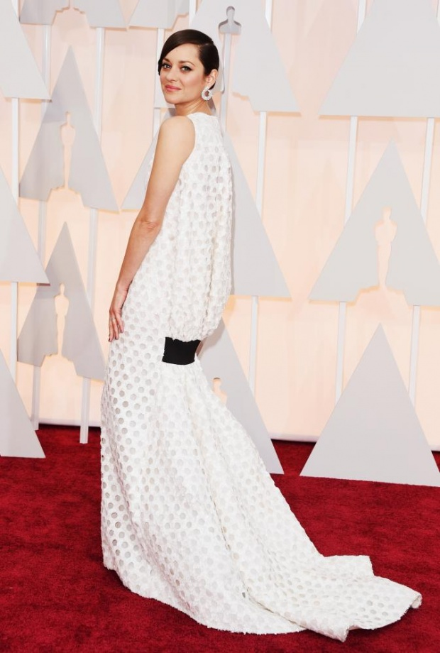 Mrion Cotillard in DIor. Cool. Classy. Daring. Fun. And whiiite!