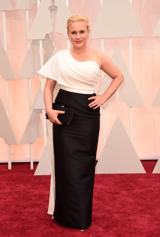 Patricia Arquette. Interesting choice. Not so good of a pose. Ok, if we would only photograph her from her right arm's angle. What to do...