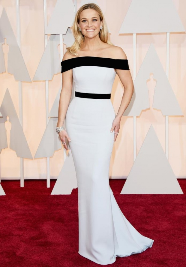 Reese Whitherspoon in Tom Ford. Maybe her best look so far. She won't be hugging anyone during the show, though.