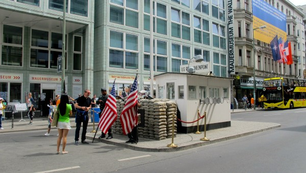 us army at checkpoint charlie