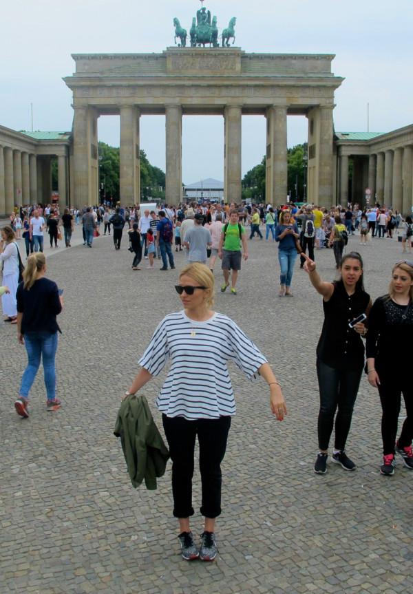 tourist pose